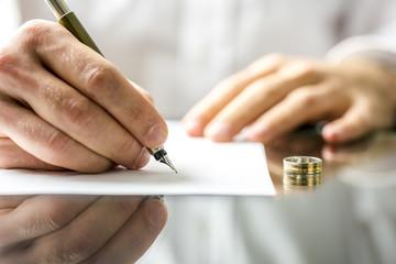 Żona lub mąż kupił tylko na siebie mieszkanie, dom lub nieruchomość i jest wyłącznym właścicielem