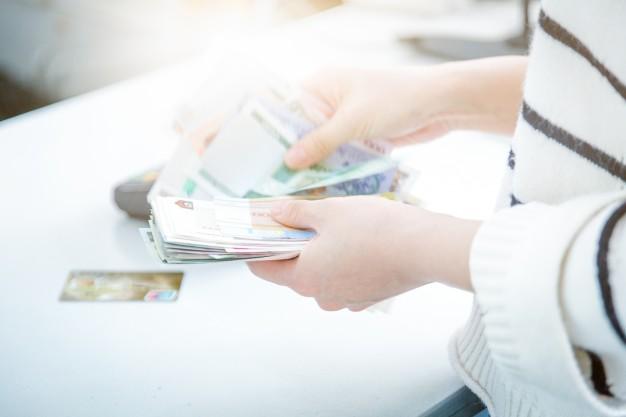Zwrot pieniędzy i kosztów utrzymania partnera albo partnerki po rozstaniu oraz odejściu