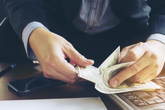 Żona lub mąż wypłacił, zabrał lub przelał pieniądze z konta bankowego