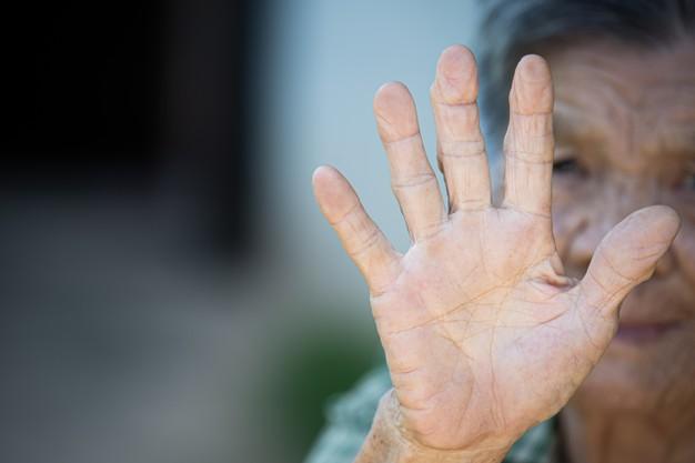Zwolnienie z opłaty za DPS ojca albo matki alkoholika, który nie interesował się rodziną, porzucił i znęcał się